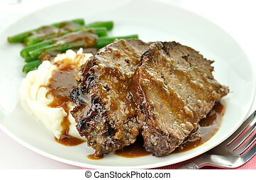 meat loaf with mashed potatoes and green beans