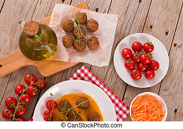 Meatballs with carrot pur?e.