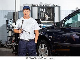 mecânico, garagem, borda, chave, segurando, feliz