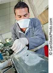 Mechanic polishing a bodywork