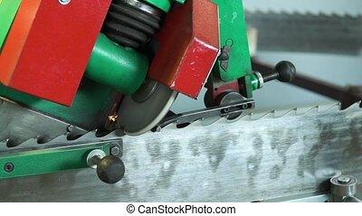 Mechanical machine sharpens saw teeth of woodworking...