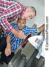 mechanics repairs electronic devices