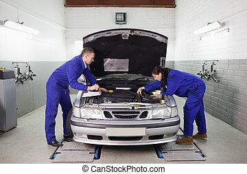mechanik, anschauen, der, motor