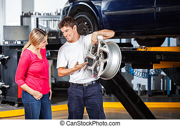 mechaniker, erklären, radkappe, zu, kunde