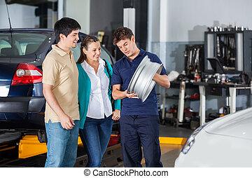 mechaniker, erklären, radkappe, zu, paar