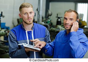 mechaniker, gebrauchend, tablette