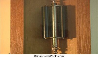 mechanism of the pendulum clock 3