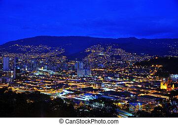 medellin, コロンビア, 夜で