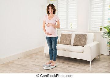medición, mujer, pesar, ella, peso, embarazada, escala, por