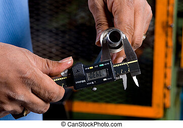 medición, tubo, herramienta, manos de valor en cartera