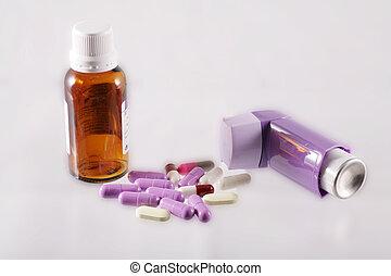 medicina, jarabe, inhalador, cápsulas