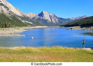 medicina, lago, in, jasper parco nazionale, alberta, canada