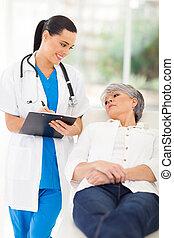 medicinsk doktor, rådgivende, senior, patient, ind, kontor