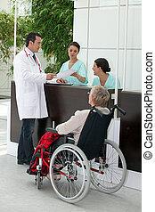 medicinsk procedure, by, gammelagtig, invalid