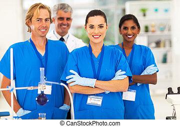 medico, ricercatori, in, laboratorio
