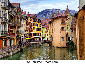 Medieval old town and Thiou river, Annecy, Savoy, France -...
