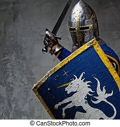 medievale, cavaliere, in, attacco, position.