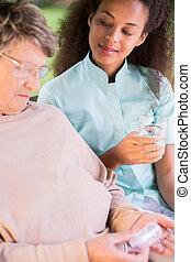 medikament, ältere frau, nehmen