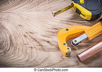 medindo, cobre, cano, madeira, água, fita, tábua, encanamento, cortador