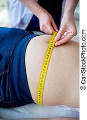 medindo, doutor mulher, verificar, grávida, fita