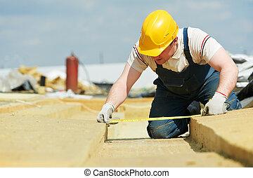 medindo, isolação, material, trabalhador, roofer