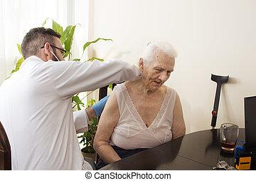 medisch onderzoek, met, een, stethoscope., geriatrician, arts, het onderzoeken, lungs.
