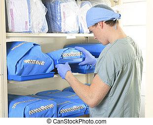 medisch personeel, steriliseren, handen, en, armen, voor,...