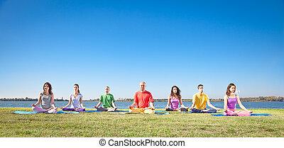 meditação, grupo, jovem, ter, pessoas