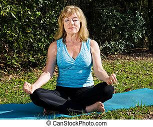 meditación, mujer, maduro