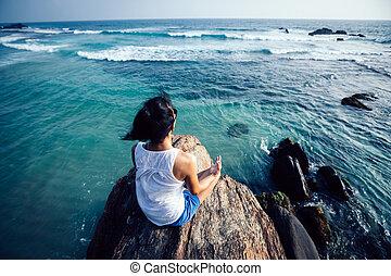 meditación, roca, playa, borde, yoga, acantilado, mujer, joven