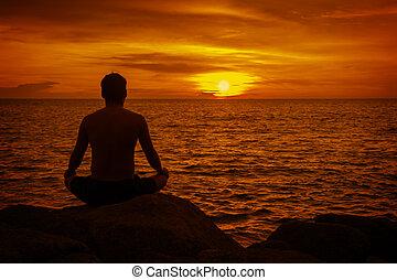 meditar, tropical, tailandia, hombre, playa, sunset.