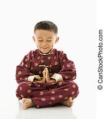 meditating., アジア 男の子