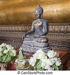Meditating Buddha in Wat Pho Temple, Bangkok.