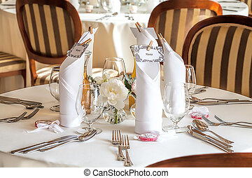 Mediterranean interior - an elegant wedding tableware