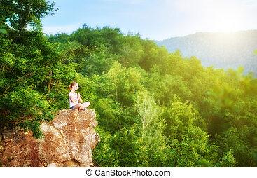 meditierende frau, berg, haltung, joga, oberseite, lotos