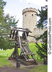 medival catapult at warwick castle - the medival catapult ...