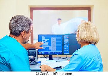 medizinische ergebnisse, mri, während, besprechen, verfahren, personal
