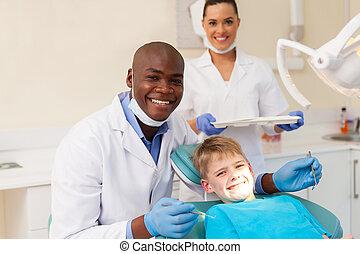 medizinische mannschaft, und, junger patient