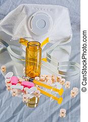 medizinprodukt, umgeschuettet, heraus, von, flasche, mit, spritze, und, schützende maske