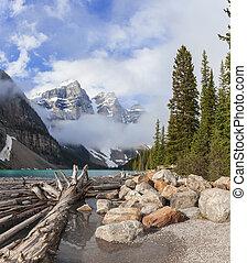 meer moraine, nationaal park banff, alberta, canada