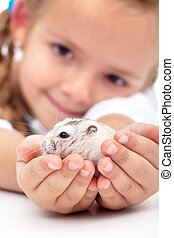Meet my little pal - girl and her hamster - My little pal -...