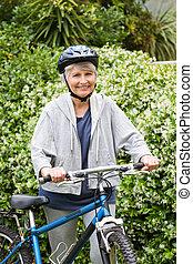 megfontolt woman, gyalogló, noha, neki, hegy bicikli