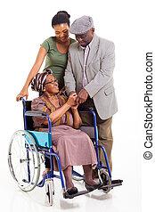 meghibásodott, idősebb ember, african woman, noha, férj, és, lányunoka