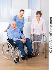 meghibásodott, senior összekapcsol, noha, caregiver