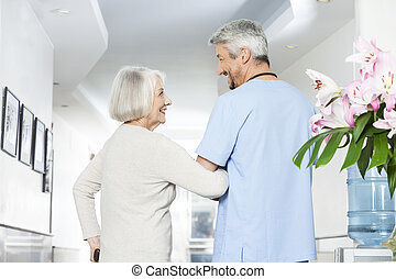 meghibásodott, senior woman, külső at, érett, physiotherapist