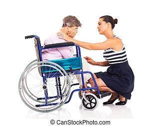 meghibásodott, senior woman, vigasztaló, anya