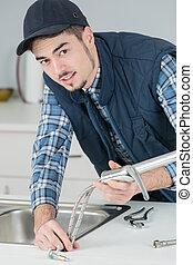 megjavítás, csap, fiatal, kézműves, konyha