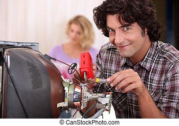 megjavítás, televíziókészülék, ember