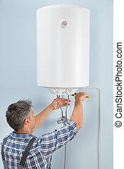 megjavítás, vízvezeték szerelő, hím, elektromos, melegvíztároló