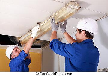 megjavítás, villanyszerelő, világítás, két, hivatal